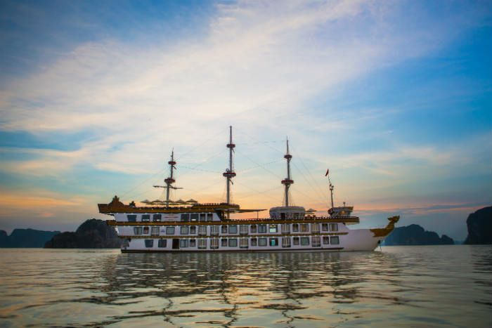 Indochina Junk is very pleased to announce a very new and hot combo of Bai Tu Long Bay cruise and Ninh Binh trip.