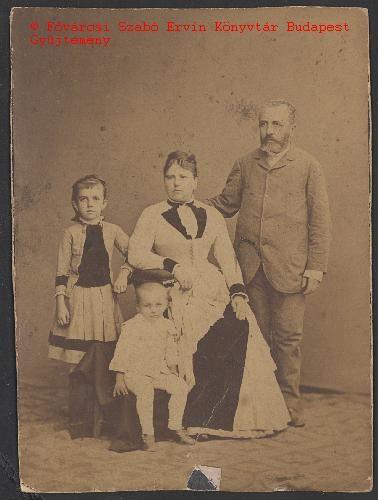 Klein family from the Király utca 8., around 1880.