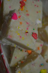 Fudge à la pâte à gâteau ( à partir d'un mélange à gâteau en boîte)