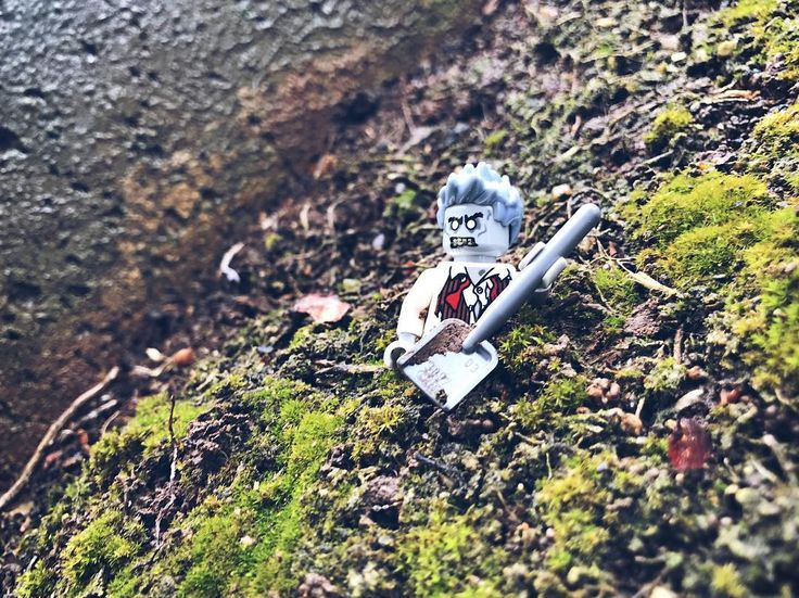 His last request was to get buried with a shovel... probably shouldnt had listen to him Lunch any one?     #lego #zombie #friday #afol #williesbricks #legophotography #toyphotography #instalego #legostagram #legominifigures #toycommunity #toy_photographers  #legocity #brickcentral #stuckinplastic #brickpichub #toys #toyartistry_lego #bricknetwork #zombieapocalypse