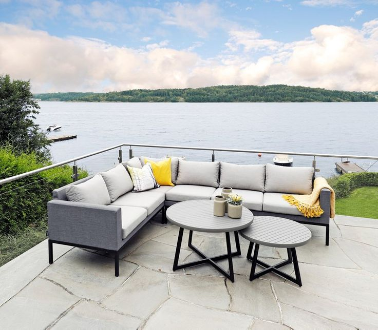 Herefordhjørnesofa. Moderne hagemøbler med aluminiumsramme.