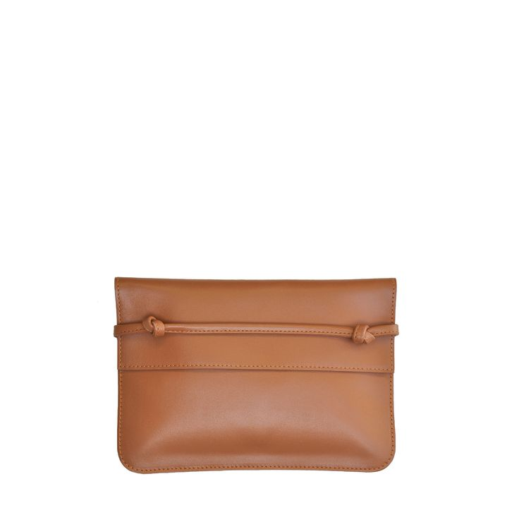 The Pouch in Caramel from von Holzhausen featuring natural grained soft Italian leather with painted edges. Made in the USA.