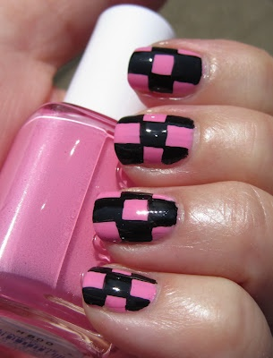 Giro d'Italia manicure - pink and black squares nail art design