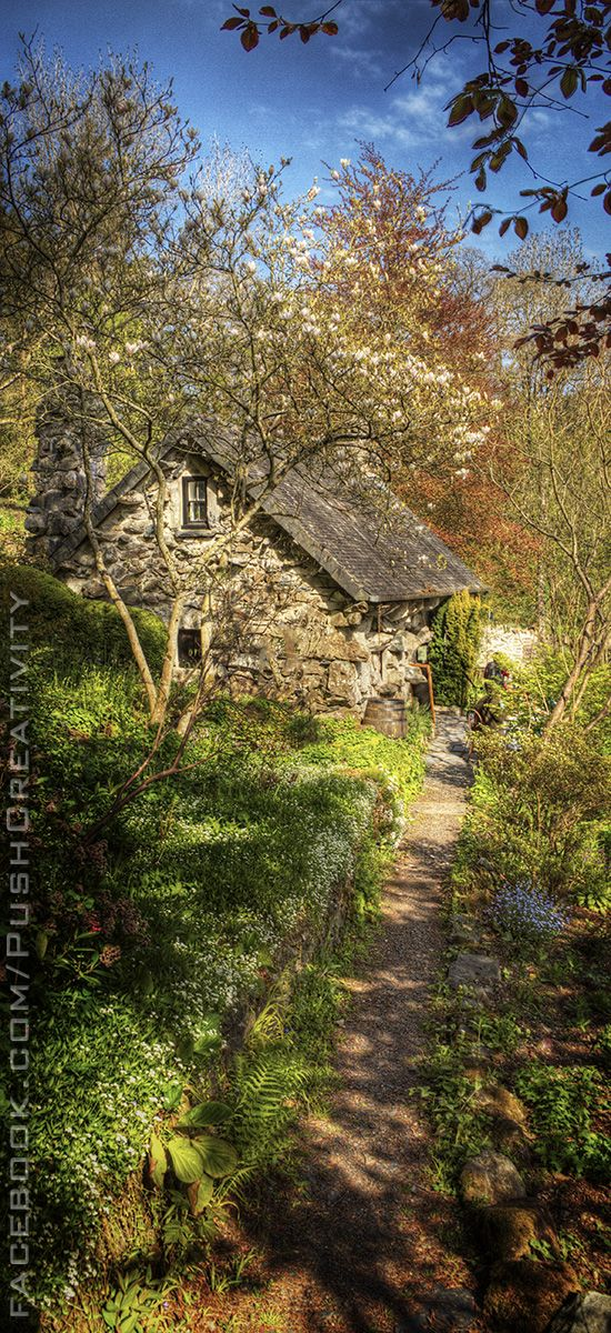 The Ugly House (or Tŷ Hyll) in Snowdonia, North Wales. See more like this at http://www.pinterest.com/pushcreativity/boards/