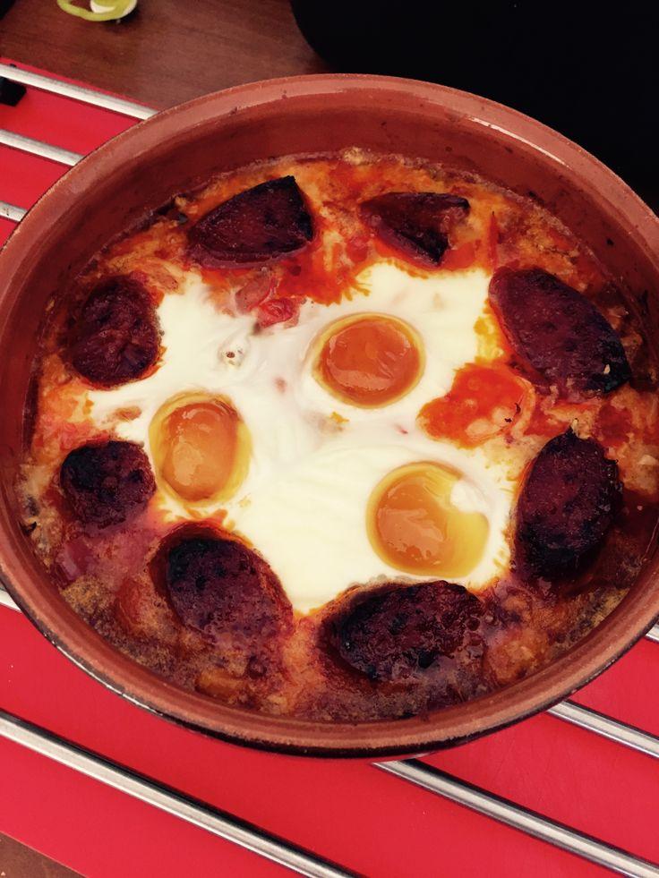 Rejer, chorizo, butterbeans, hakkede tomater, salt, peber og røget paprika.