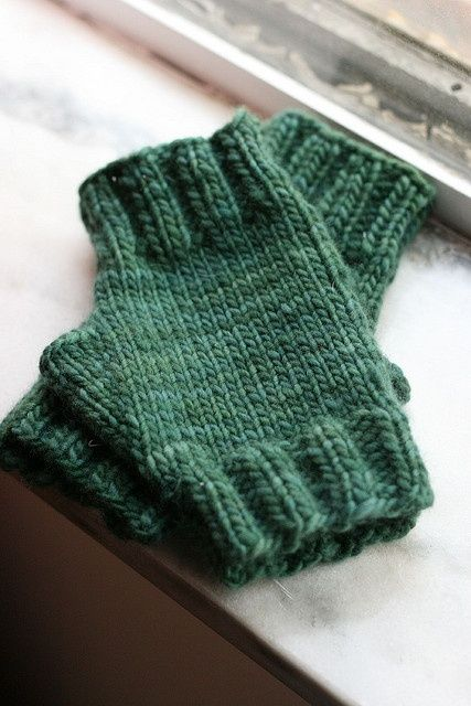 free pattern for easy fingerless mitts in Malabrigo worsted.