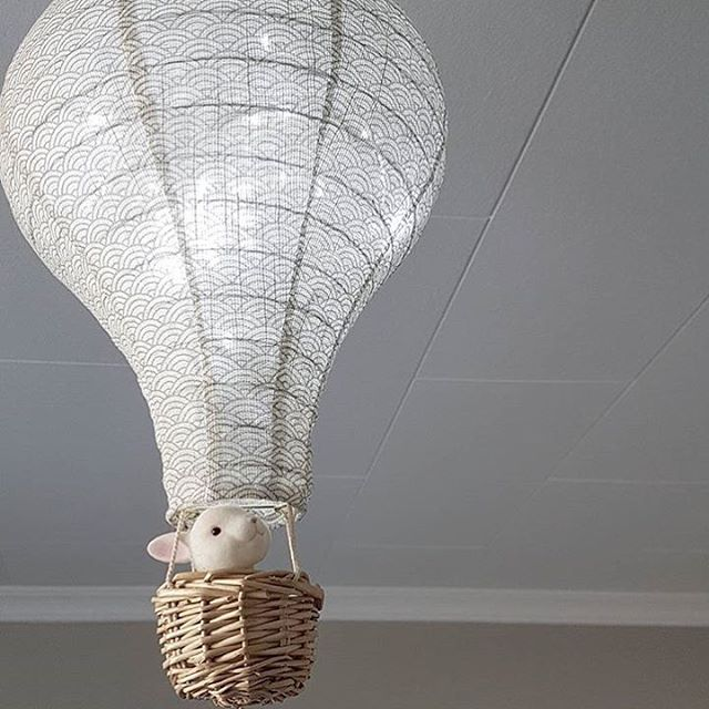 Fly away with me to dreamland ✨ our Hot Air Balloon lamp works really well as a night light if you dim the light as here 👌🏻 sweet picture by @jayxxhunter 💕 #kidslamp #nightlight #hotairballoon #kidsdecor #camcam #socialresponsibility #danishdesign #babydecor #kinderraum