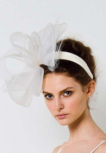 Acconciatura e accessori da sposa per capelli #MaxMara #wedding