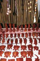 Artesanías elaboradas en palo sangre, Brosimum rubescens.