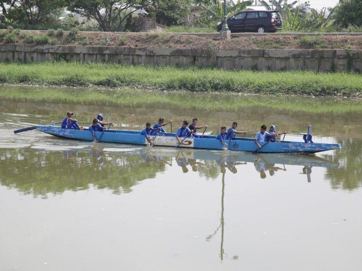 Kegiatan olahraga perahu dayung
