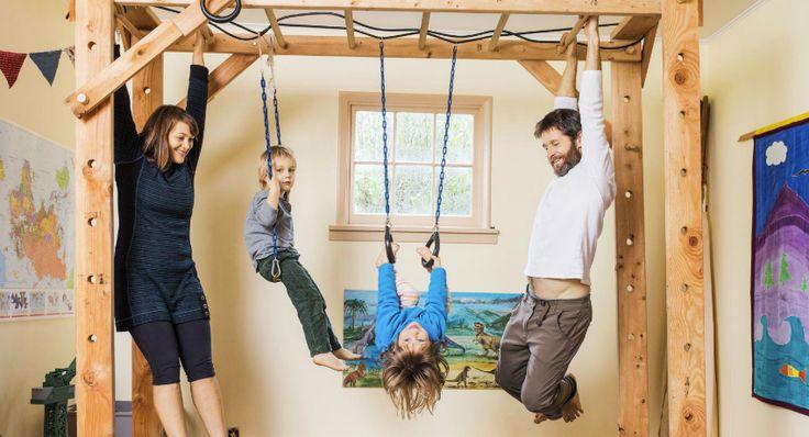 Шведская стенка для детей в квартиру: помощник для физического развития ребенка http://remoo.ru/pomeshcheniya/shvedskaya-stenka-dlya-detej-v-kvartiru/