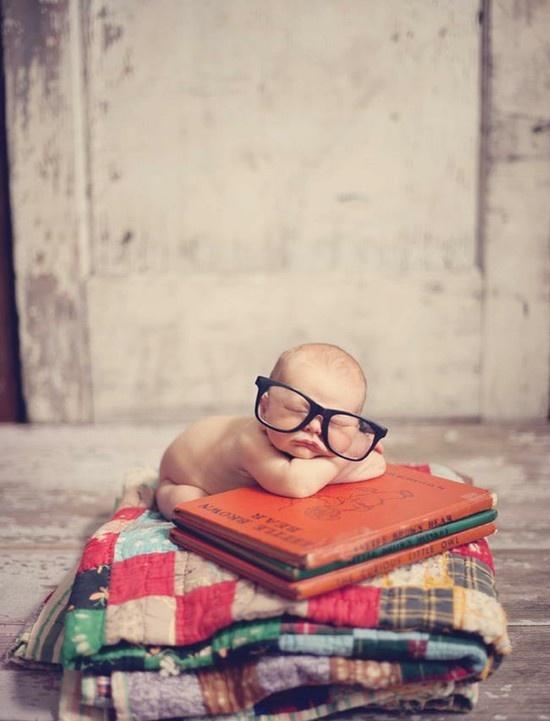 I'm sooo lovin' this little bookworm!