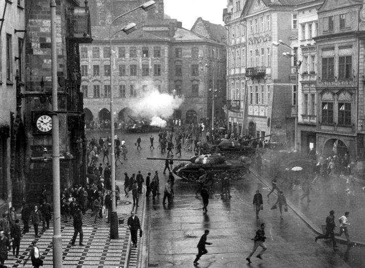Fotografie z Prahy z 21. srpna 1968 — Ústav pro studium totalitních režimů