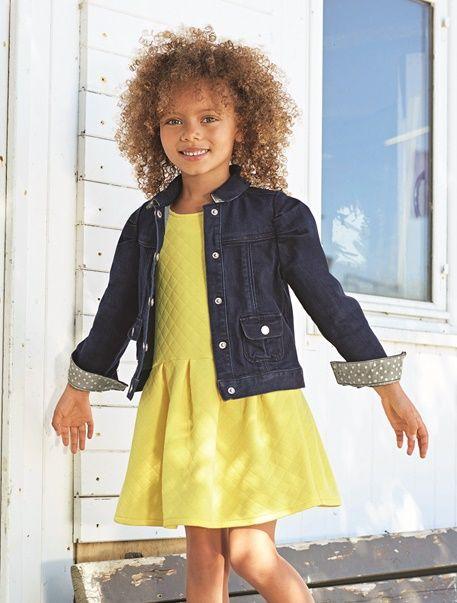 Robe fille molleton jaune clair - Les petites fillesvont aimer l';effet matelassé sur cette robe en molleton, à la fois confortable et très stylée. www.vertbaudet.fr - Collection Printemps-Eté 2017