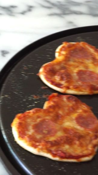 Eat your heart out with this simple DIY pizza recipe