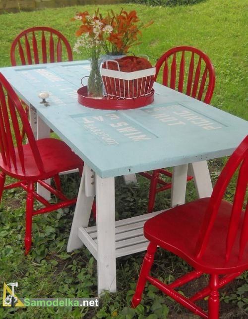 оригинальный обеденный дачный стол из старой двери