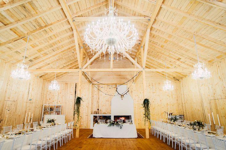 destination_wedding_photographer_artistic_emotional_documentary wedding_hadar chalet_barn wedding_romania_land of white deer (73)