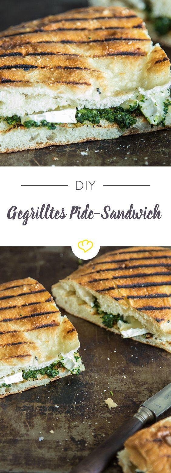 Gegrilltes Pide-Sandwich mit Spinat und Camembert - die leckerste Fladenbrot-Kreation, die du je gegessen hast.