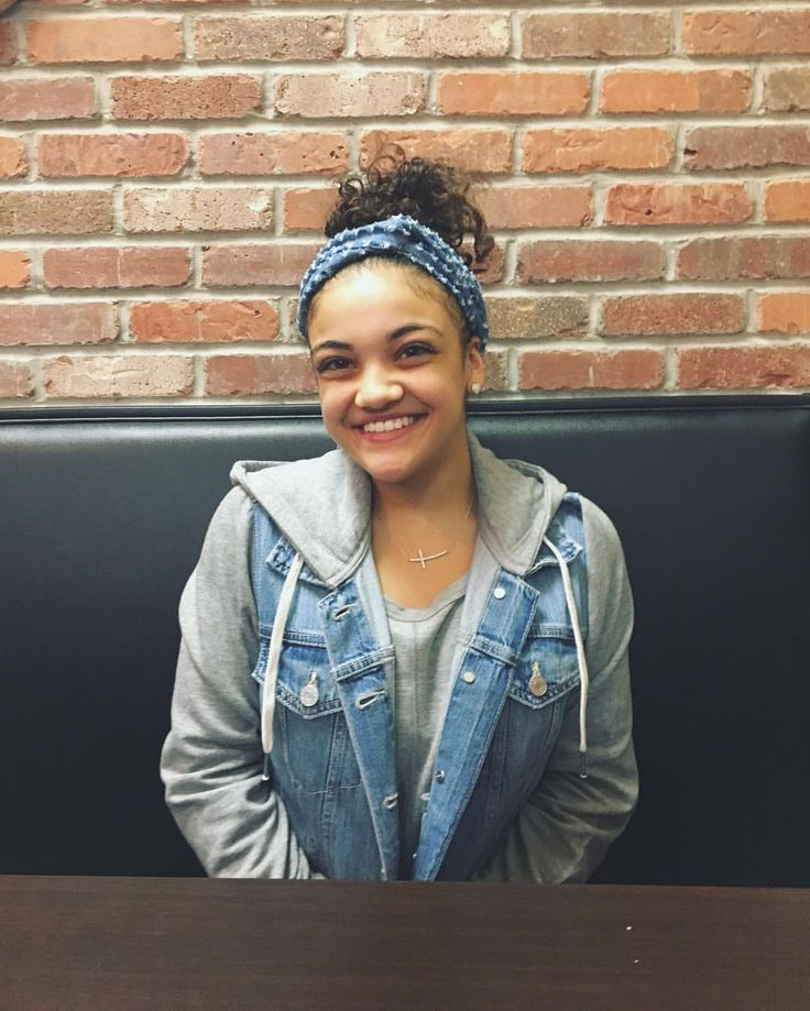 "37.1k Likes, 142 Comments - Laurie Hernandez (@lauriehernandez_) on Instagram: ""My face when the waitress brings the food❤"""