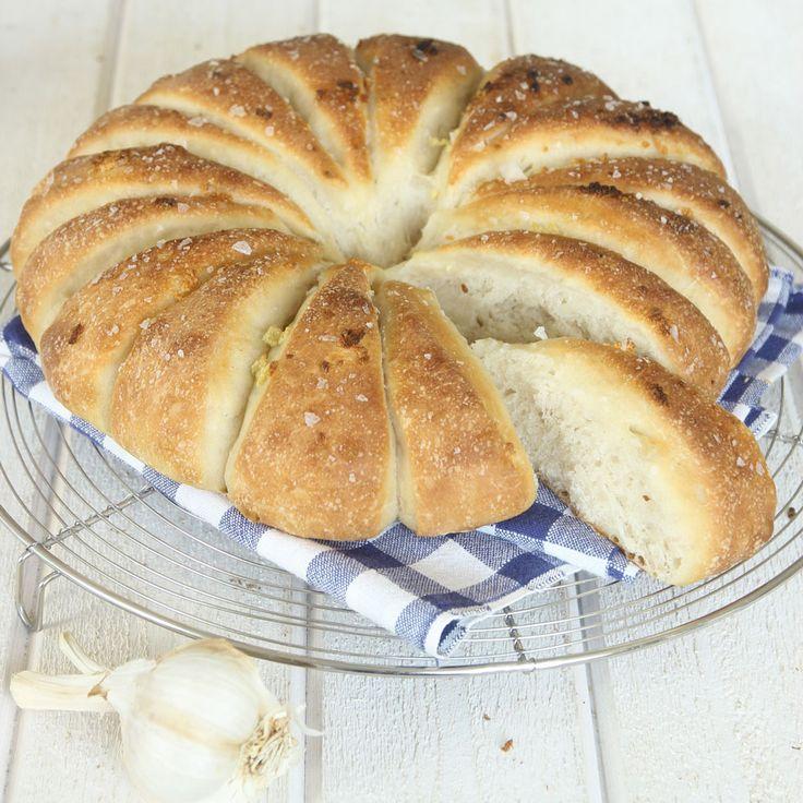 Saftigt, mjukt bröd med en härlig vitlökssmak. Det passar bra till middag, buffé och picknick.