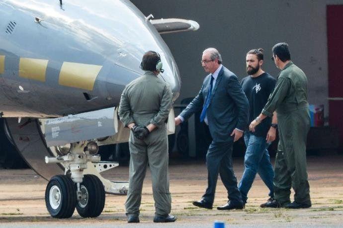 Após prisão, Eduardo Cunha embarca para Curitiba | Foto: Wilson Dias / Agência Brasil / CP