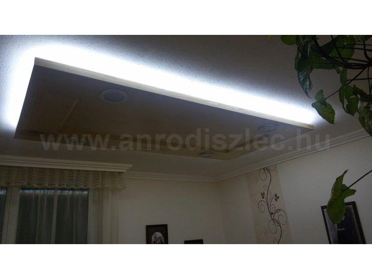 Hálószoba világítás hidegfehér szalagokkal egy gipszkarton mennyezeten.  Ehhez a jelenlegi kínálatunk legerősebb fényű típusát, a 2835x120 LED szalagot használták fel a vásárlók!