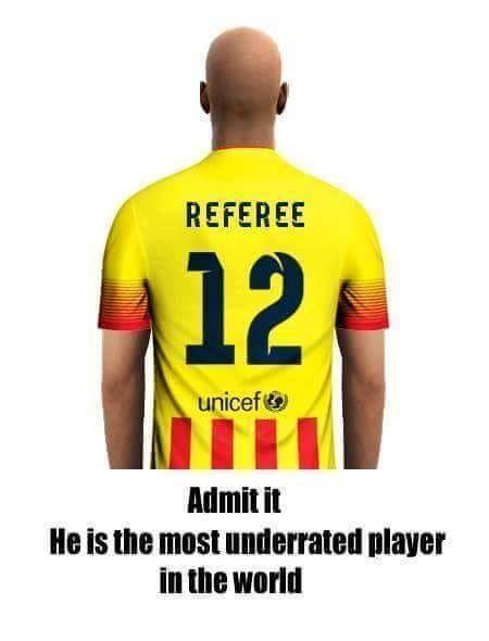 Musimy to przyznać • Sędzia piłkarski jest najbardziej niedocenianym 12 zawodnikiem na świecie • Wejdź i zobacz zabawne zdjęcie >> #football #soccer #sports #pilkanozna