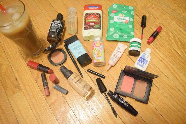 Favourite Makeup and Toiletries - Packing for a weekend in Winnipeg | Janessa Mann.Blogspot.com