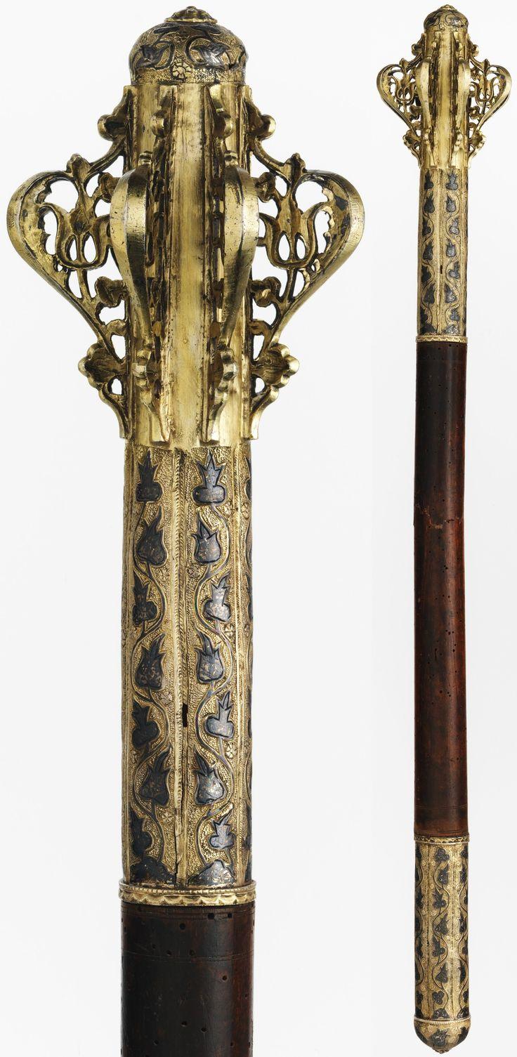 Osmanlı topuz, 17. yüzyıl, gümüş yaldızlı, savat, deri, ahşap, Uzunluk, 24. (60,96 cm), Met Müzesi, George C. Stone, 1935 Bequest.