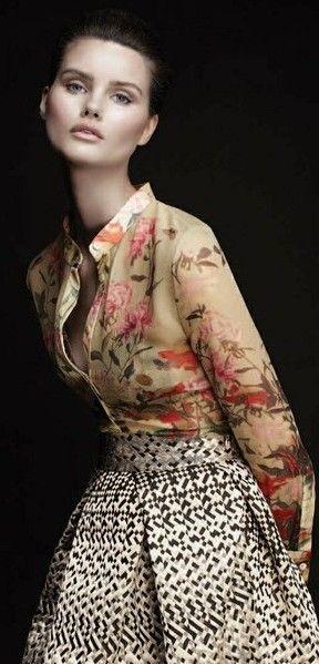 FEMINA - Modéstia e elegância: Camisa floral lindíssima