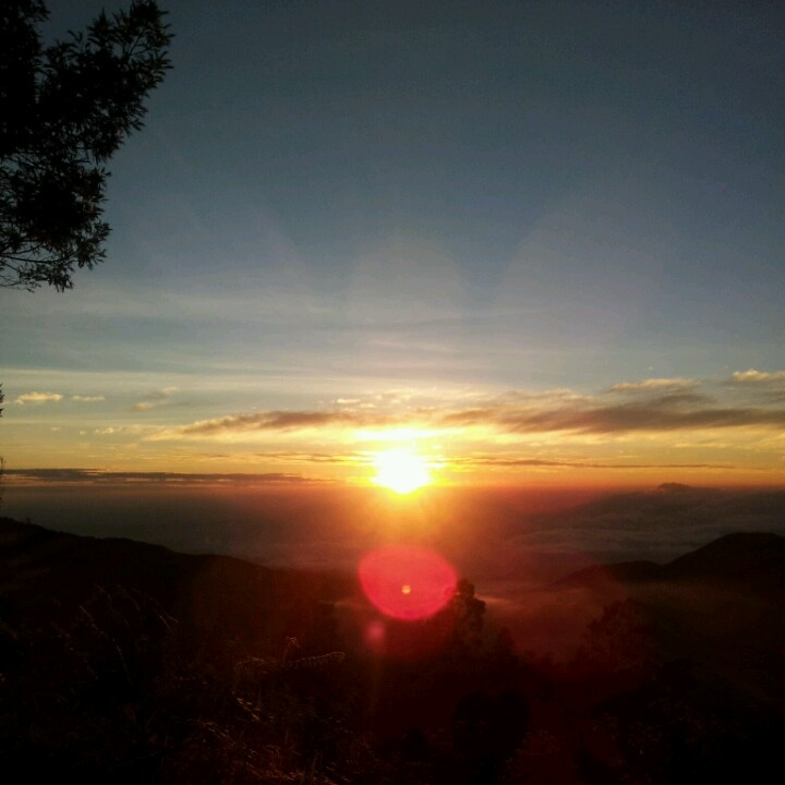 Sunrise and skyline @bukit sikunir dieng, indonesia