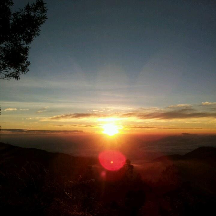 Sunrise and skyline @bukit sikunir dieng, indonesia