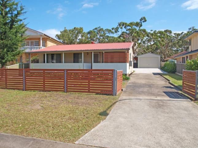 Sleeps 8 with one room having 4 bunks. Right on the beach. Bay Encounters | Callala Bay, NSW | Accommodation