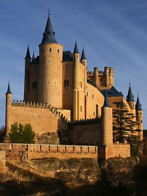 10 Incredible Castles Around the World