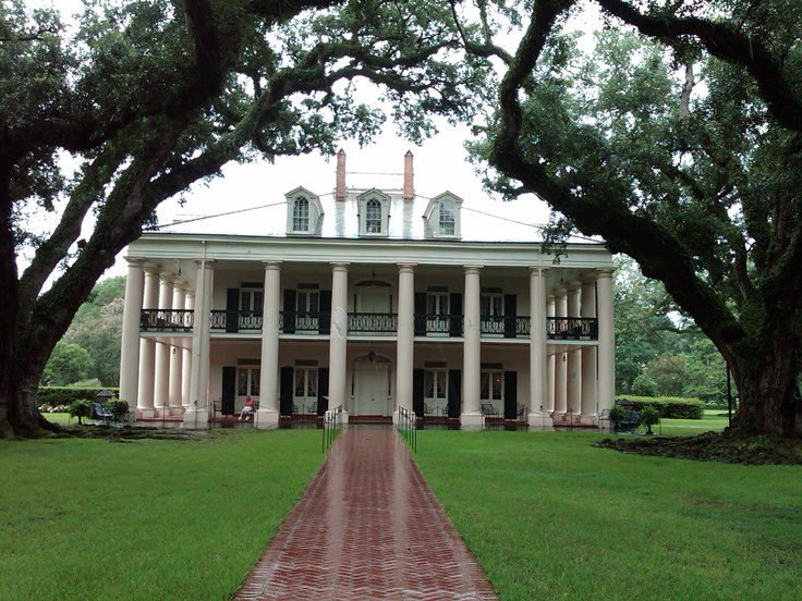 Oak Alley Plantation near New Orleans, Louisiana. I would love to live in a plantation style home.