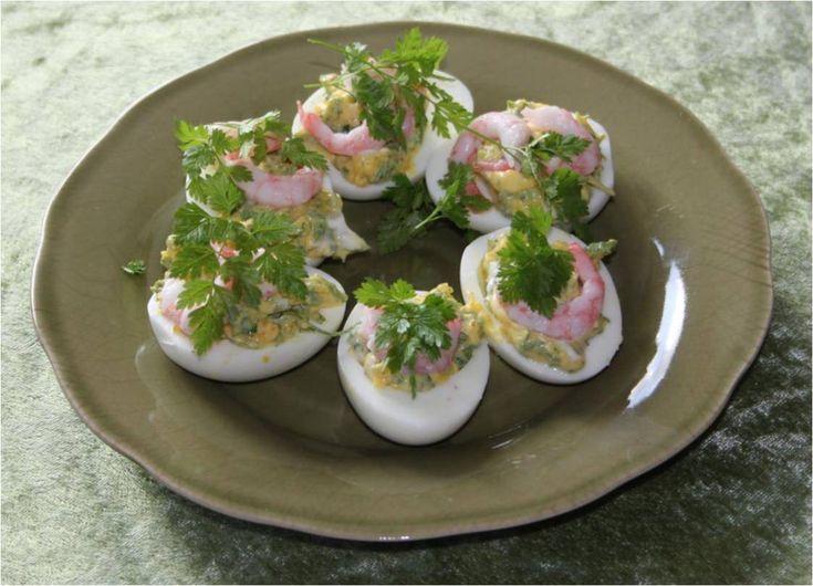 Nippemad: Fyldte æg med kørvel og rejer