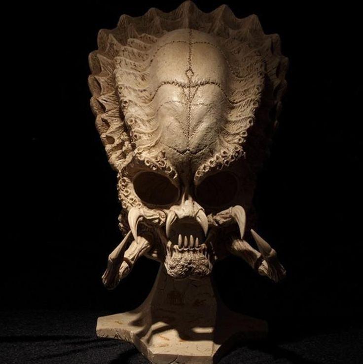 Alien Predator Skull Model Decor