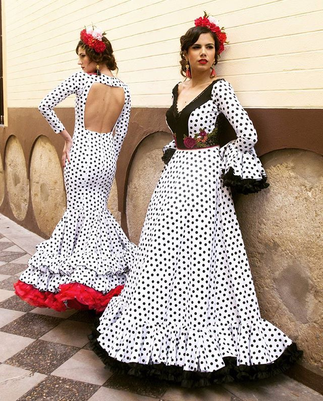 Estilo flamenco con el sello de Coria del Río en las #Flamencas de @mjblay, ¡Feliz Domingo!  @cayexgomez para María José Blay Modelos: @sbglez y @cristilopezjapon #ModaFlamenca #modaandaluza #instaflamenca #lunares #flamenco #spanishfashion