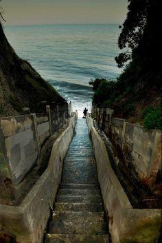 Click on the image to explore 8 hidden gems of Santa Barbara at TheCultureTrip.com. (Image via santabarbaraca.com)