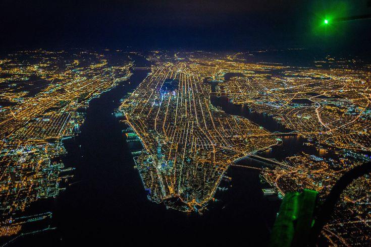 Sobrevolando la ciudad de Nueva York a más de 2000 metros de altura...