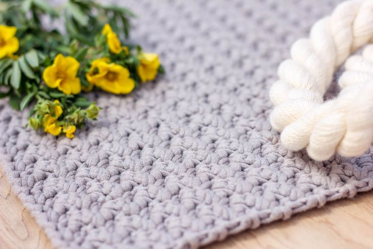 This beginner-friendly video tutorial shows you how to crochet the Suzette stitch, which is used my my free crochet tote bag pattern.