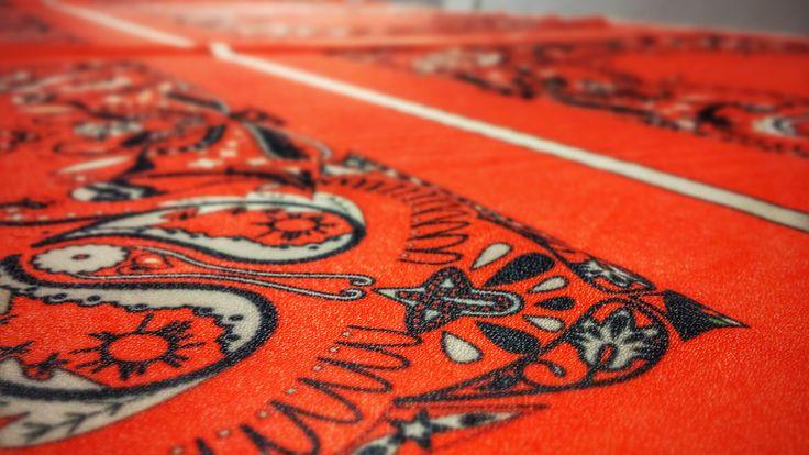 particolare della #bandana rossa #forall by @frisbeescape