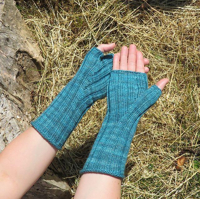 Fingerless Gloves Knitting Pattern Ravelry : 442 best images about Knitting - gloves & mittens on Pinterest Ravelry,...