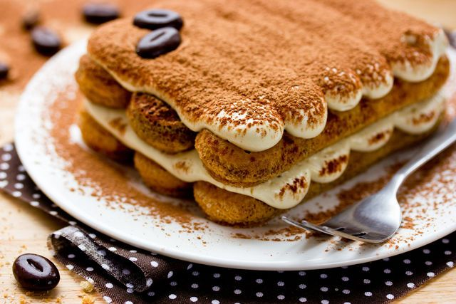 Для тирамису понадобится бисквитное печенье савоярди, приготовленное по старинному рецепту из сахара, муки и яиц