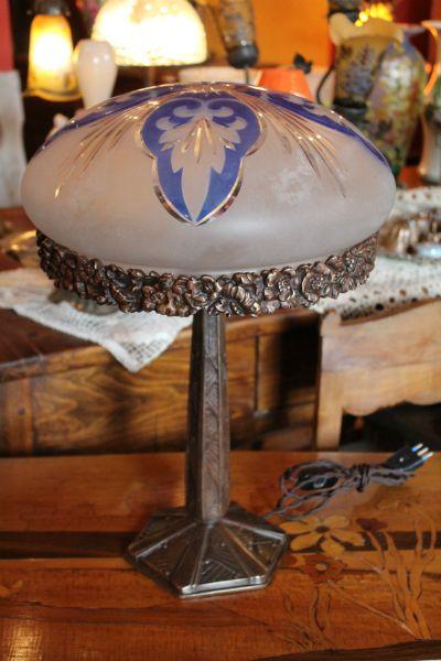 Lampada anni 39 20 con base in bronzo e vetro satinato l a for Mobili anni 20