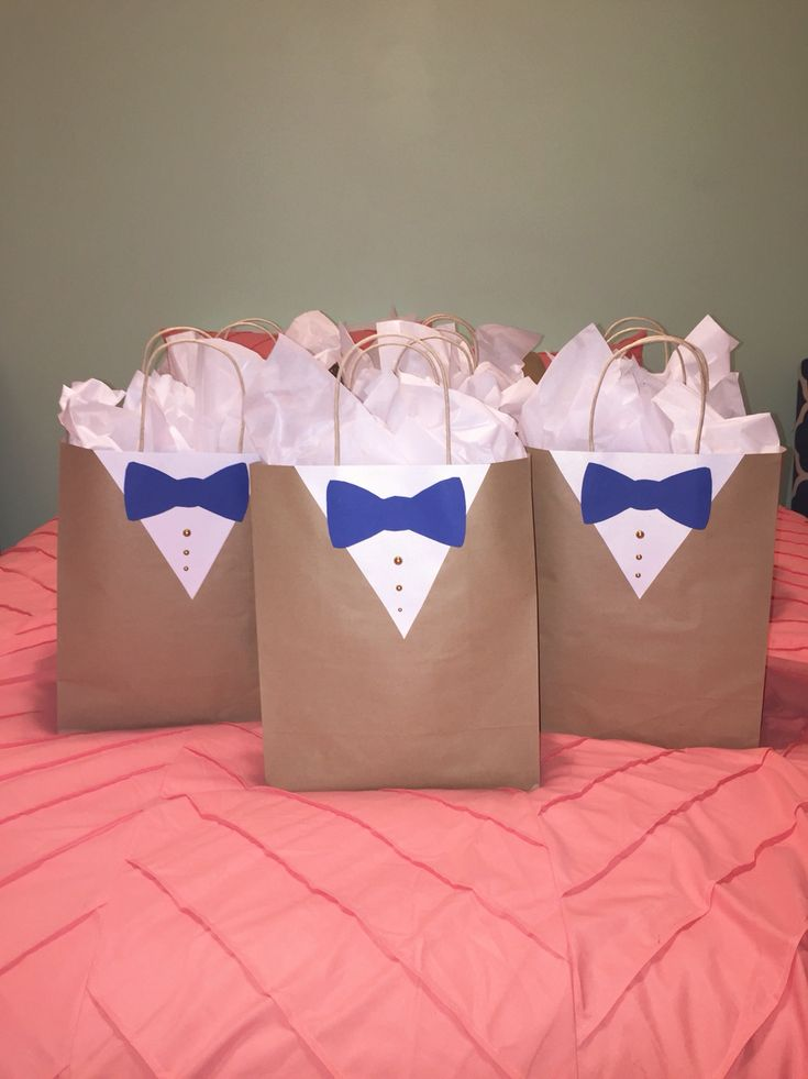 Groomsmen gift bag wrapping idea decor usher gift wedding suit sack tuxedo present bow tie decoration button detail mens manly bag cute