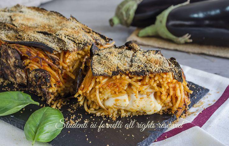 video ricetta timballo di melanzane e spaghetti al pomodoro ricetta primo piatto sfizioso vegetariano