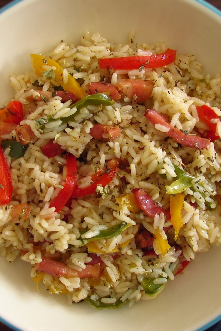 Rice with bacon and peppers | Food From Portugal. Received unexpected visits and want to prepare an easy, quick but delicious recipe? Try our rice recipe with bacon and peppers, has a great presentation and will please everyone!!