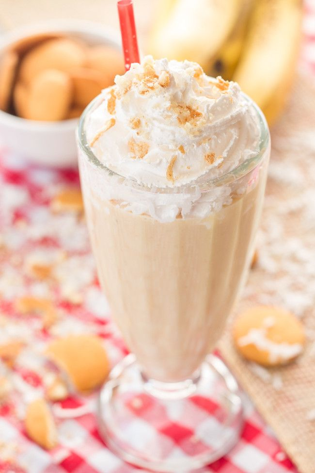 Banana Pie Protein Smoothie - An easy and delicious packed banana cream pie shake that is perfect for breakfast. Filled with creamy greek yogurt and banana chunks.