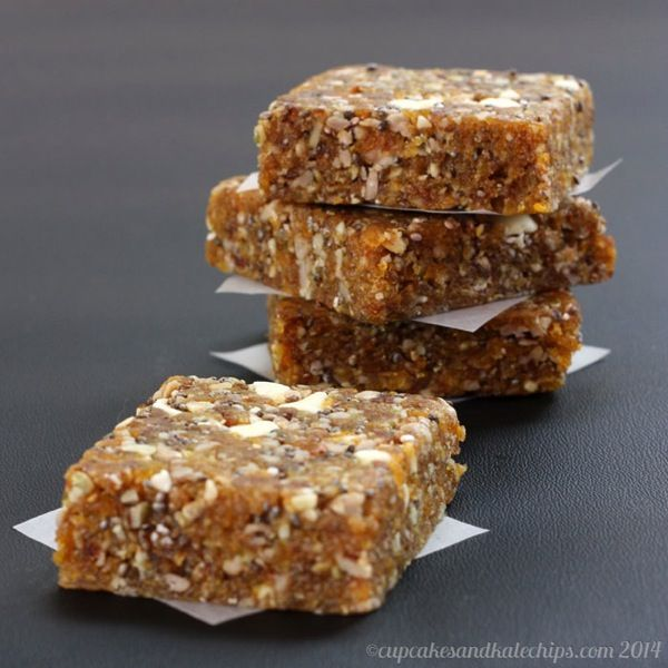 Apricot Chia Energy Bars 5.jpg  NO Bake Energy Bars from Cupcakesandkalechips.com     Ingredients: Medjool dates, dried apricots, chia seeds, raw pumpkin seeds, cinnamon, white chocolate chips!